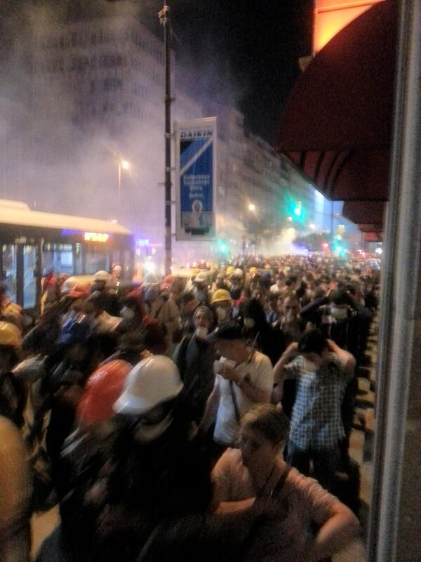 Πολλά δακρυγόνα και στο Πάνγκαλτι, γειτονιά λίγο μακρύτερα απ'το Ταξίμ