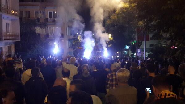 Στην Άγκυρα 5 βουλευτές έκατσαν στο οδόστρωμα μπροστά στην αστυνομία για να μη γίνει επέμβαση